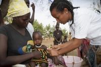 5GOAL Nurse measuring MUAC at Gambella Kule Refugee Camp_2016_Ethiopia_Photo by_Anteneh Tadele_GOAL